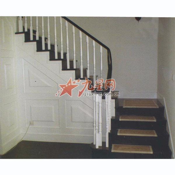 楼高4米是设计三跑楼梯好还是两跑楼梯好,说具体点?图片