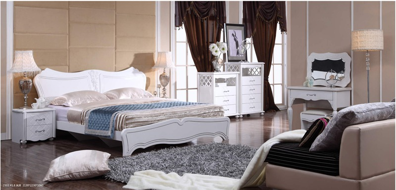欧式简约风格家具是与欧式古典风格家具一脉相承,与美式风格家具有异曲同工之妙。在沿袭传统的基础上,更多的是追求家具的舒适度与实用性,经典的欧式繁复的装饰被简化,而欧式家具强调细节的基因在欧式简约家具上得以继承并升华:更人性化,更具有时代感的欧式简约家具风靡