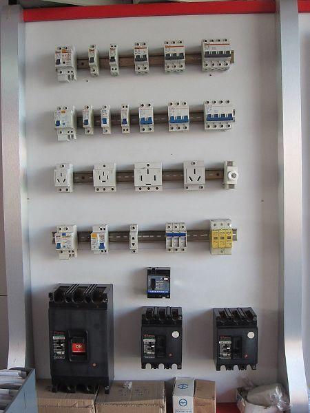 经营各种家用开关,插座,电线电缆,电箱