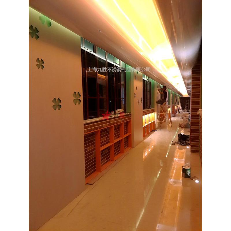 铝板烤漆木纹装饰走廊