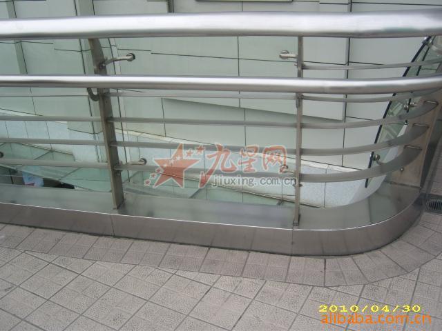 工,地铁不锈钢公共设施,玻璃栏杆扶手,不锈钢包边,不锈钢 高清图片