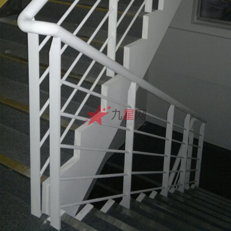 按铁艺护栏的风格分类:有欧式铁艺护栏