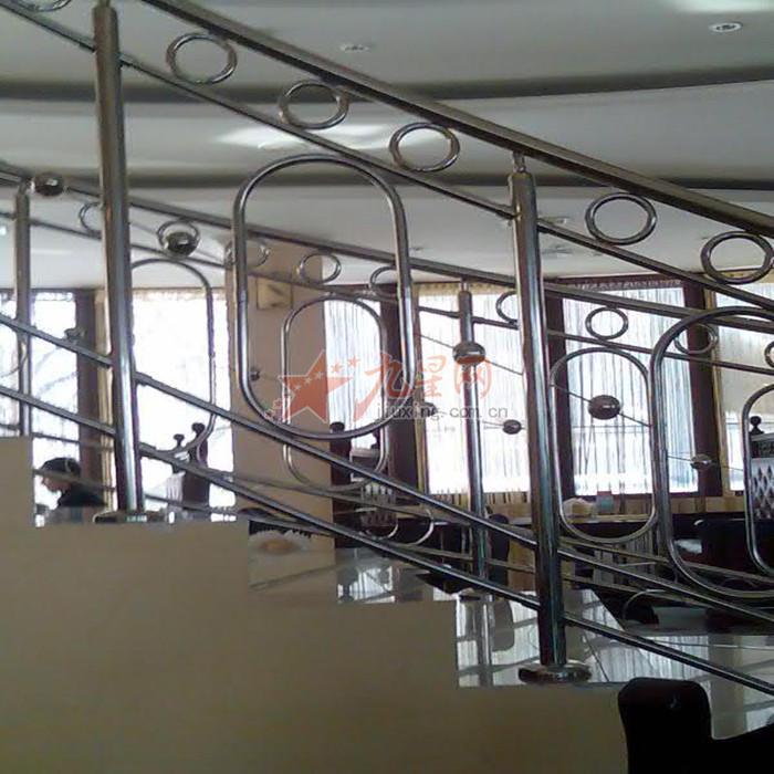 不锈钢楼梯扶手是由不锈钢材质制造而成,主要分为扶手、立