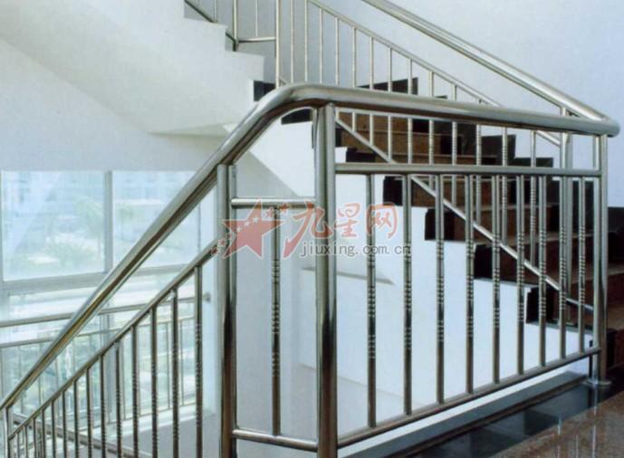 不锈钢楼梯扶手是由不锈钢材质制造而成,主要分为扶手、立柱