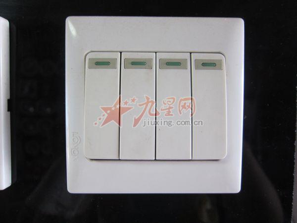 一开带五孔:开关可以控制插座或者控制另外的灯,看电工接线.