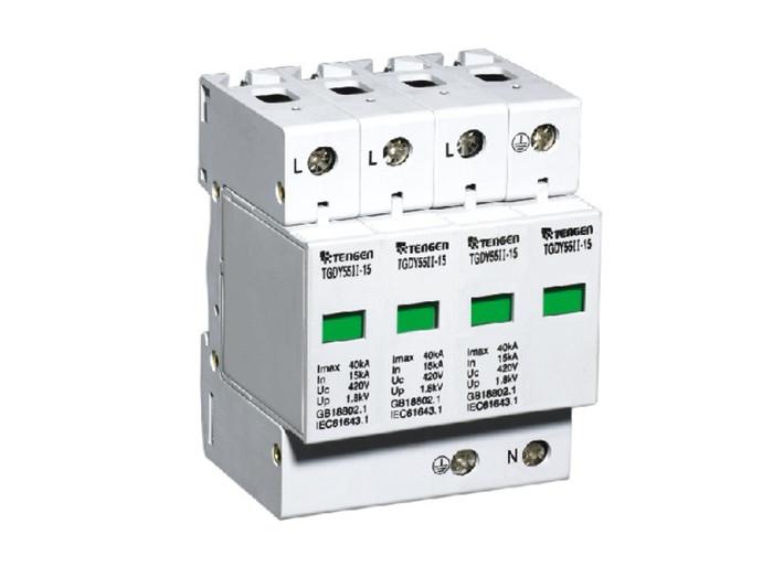 适用范围 该系列电涌保护器(以下称SPD),适用于交流50/60Hz,额定电压至440V的供电系统(或通讯系统)中,对间接累和直接累电影响或其它瞬时过电压的电涌进行保护; SPD具有相对相、相对地、相对中线、中线对地及其它组合等保护模式; 本产品严格按照GB18802.1-2002/IEC61643.