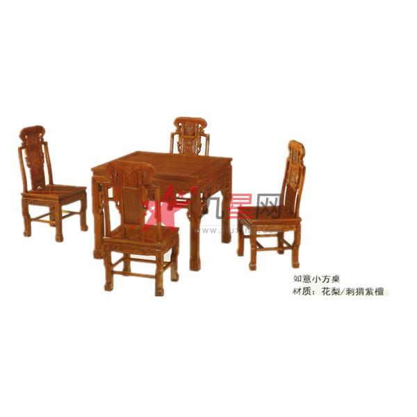 近几年,随着红木原料价格的不断上涨,红木家具的身价也跟着一路飙升,不少珍稀红木每月的涨幅均在10%左右,红木家具的投资价值也越来越受到大众的认可。然而,红木家具在市面的流通和变现成为很多消费者关心的话题。据了解,在北京市场上二手红木家具交易的渠道并不多。除了一些红木交易市场推出的二手家具交易区,在高碑店古典家具一条街和潘家园旧货市场等地,很多红木家具店也推出红木回收的业务,大多为回收、代卖两种方式。北京市工商联收藏品行业商会秘书长陈鹏表示:相对于成熟的投资产品,红木家具尚没有行业定价标准且回收渠道也不完善