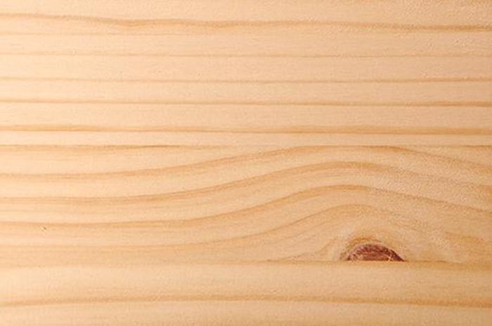 板材按材质分类可分为实木板、人造板两大类;按成型分类可分为实心板、夹板、纤维板、装饰面板、防火板、免漆生态板等等。