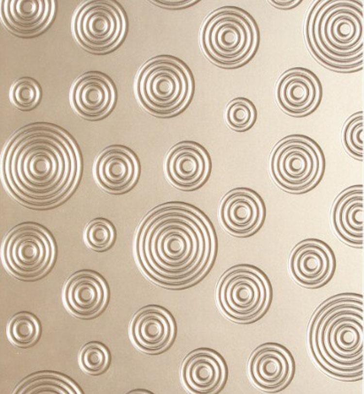 波浪板是一种新型时尚艺术装饰板材,常见的波浪板的样式有水波纹、祥云纹、吉祥纹、金甲纹、冲浪纹等几十种中花纹,其效果与纯白板,珠光板,星光板,仿金属质地板等效果。波浪板的造型优美、工艺精细、结构均匀、立体感强、绿色环保、时尚高贵的特性深受广大消费者的喜爱,同时可根据客户需求,订做不同图案、颜色、造型,特别适合用于设计玄关、背景墙、电视墙、门、吊顶、展柜等。