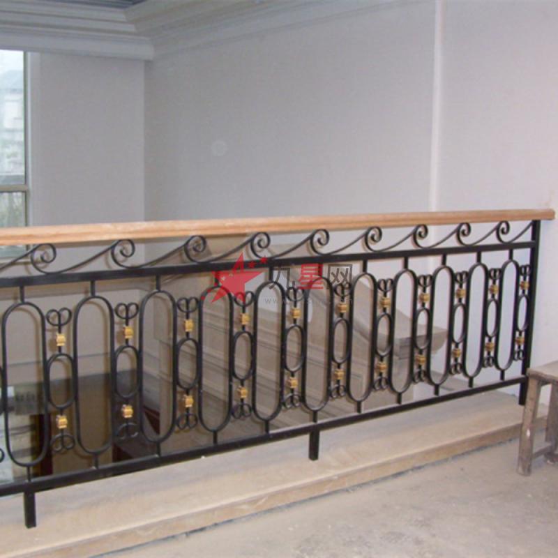 按铁艺护栏的风格分类:有欧式铁艺护栏图片