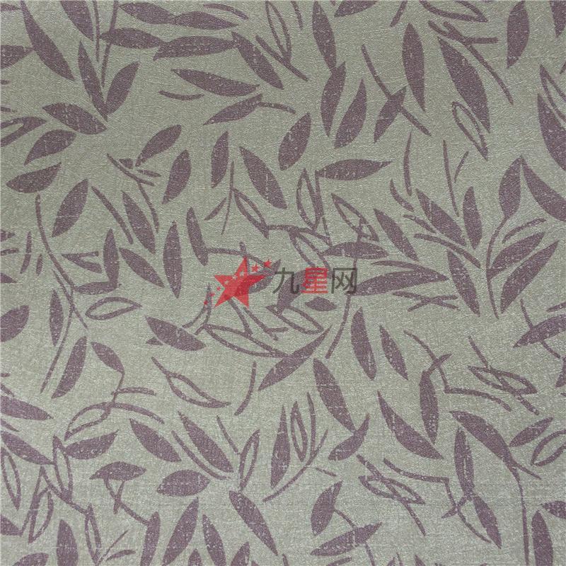 一般来说,这种墙纸应搭配欧式古典家具(比如咖啡色,黑桃木色),既可以
