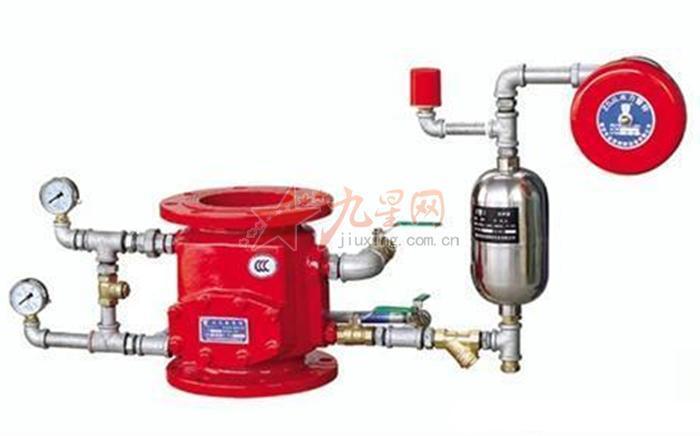 报警阀是自动喷水灭火系统中接通或切断水源,并启动报警器的装置。在自动喷水灭火系统中,报警阀是至关重要的组件,其作用有三:接通或切断水源、输出报警信号和防止水流倒回供水源、以及通过报警阀可对系统的供水装置和报警装置进行检验。报警阀根据系统的不同分为湿式报警阀、干式报警阀和雨淋阀。报警阀的公称通径一般为50、65、80、100、125、150、200MM七种。