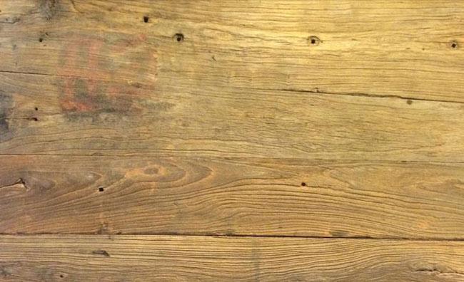 品名 实木板 树种 榆木 产地 东北 等级  表观密度 面 抗弯强度 强 种类 实木 使用范围 室内 特殊功能 不易劈裂 用途 地板 表面油漆 无 规格 自然 产品信息 名称:原木色老洋松(深色)旧木地墙板 品牌: 上友板材 颜色: 自然 产品特点 旧木板的原料来源取自达到报废年限的老洋房。这类老洋房本身年代比较久远,一般在60年以上,上百年的更是常见。老洋房的木板是不可再生资源,取料又极其不易,好的旧木材是可遇不可求的,所以它注定不能实现批量化生产近年来随着市场渐渐认识到旧木材的价值可应用于家具、咖啡