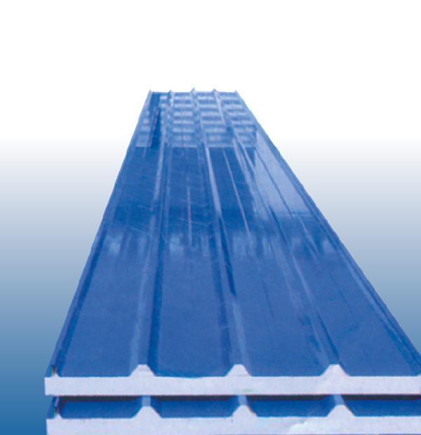 瓦楞板也叫做压型板,采用彩色涂层钢板、镀锌板等金属板材经辊压冷弯成各种波型的压型板,它适用于工业与民用建筑、仓库、特种建筑、大跨度钢结构房屋的屋面、墙面以及内外墙装饰等。具有质轻、高强、色泽丰富、施工方便快捷、抗震、防火、防雨、寿命长、免维护等特点,现已被广泛推广应用。 适用范围 钢结构房屋面板、活动房屋面板等。 (1)造型美观新颖、色彩丰富、装饰性强、组合灵活多变,可表达不同的建筑风格; (2)自重轻(6~10kg/m²) 强度高(屈服强度250~550MPa)、具有良好的蒙皮刚度、